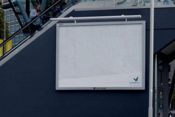 Spectaculaire 'regenbillboard' trekt de aandacht - foto slide 1