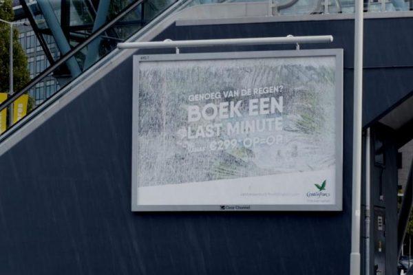 Spectaculaire 'regenbillboard' trekt de aandacht - foto slide 2